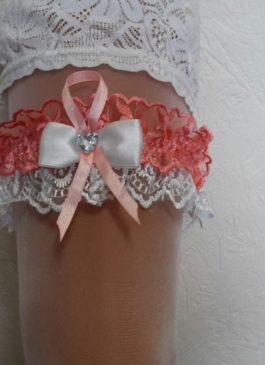 Подвязка невесты белая с коралловым декором