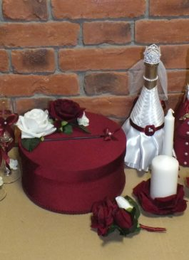 """Оформление бутылок шампанского """"Жених"""" и """"Невеста""""в сиреневом цвете."""