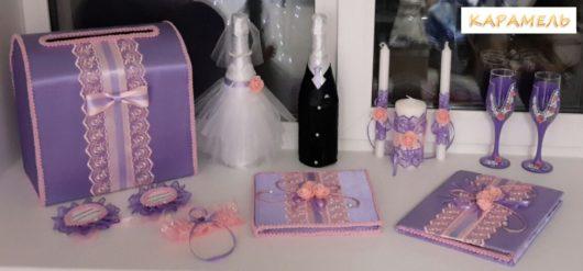 """Оформление бутылок шампанского """"Жених"""" и """"Невеста"""" в сиреневом и розовом цвете."""