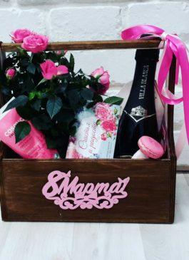 """Деревянный ящик с цветами, шампанским, сладостями и косметикой """"8Марта"""""""