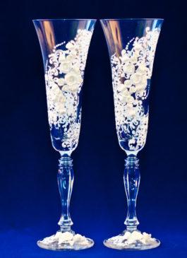 Свадебные бокалы с цветами для классической свадьбы. Бокалы на свадьбу ручной работы купить в Екатеринбурге