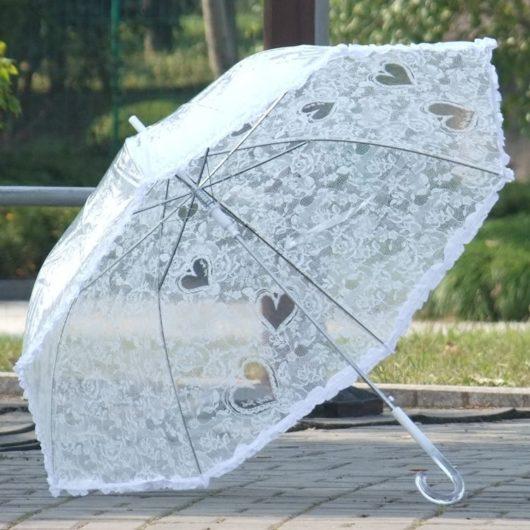 На прокат белый свадебный кружевной зонт от дождя, для фото сессии в Екатеринбурге