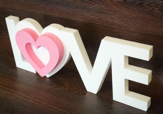 Надпись LOVE из пенопласта