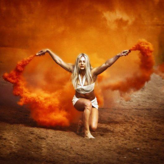 Цветной дым оранжевый. Дымовая шашка до 20 сек