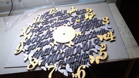 Часы семейные настенные из дерева под заказ