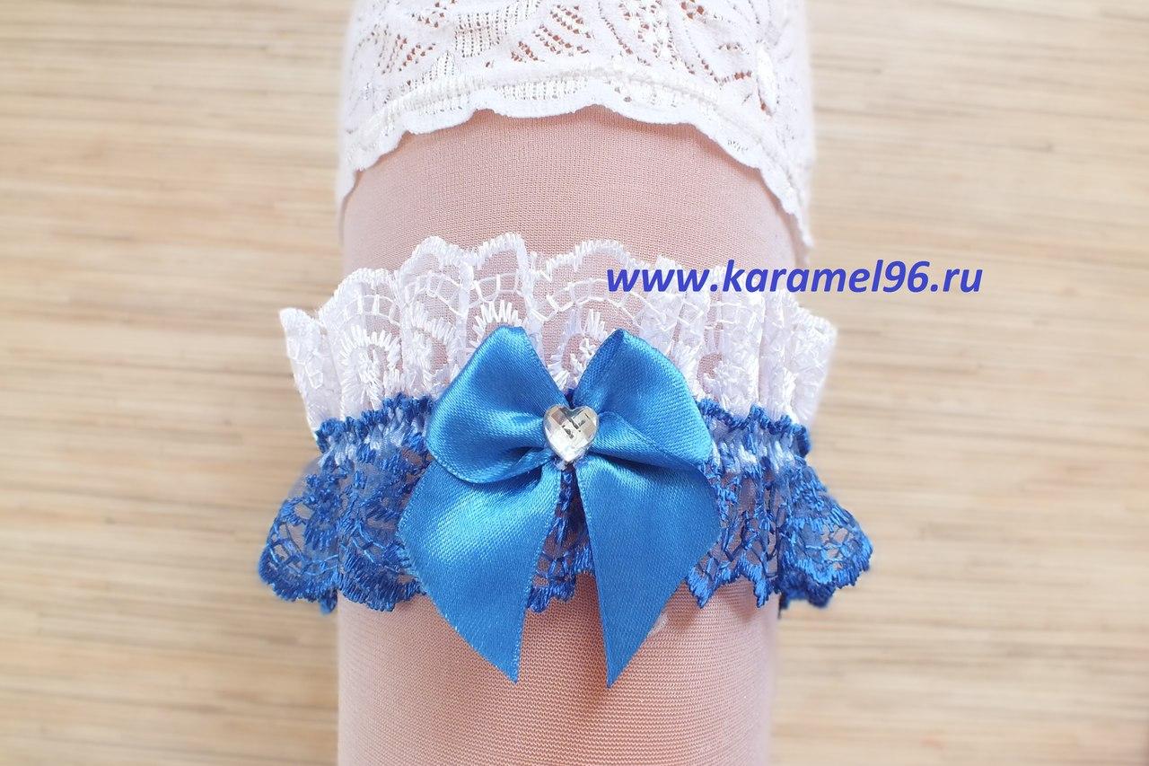 Подвязка невесты бело-синяя с синим бантиком