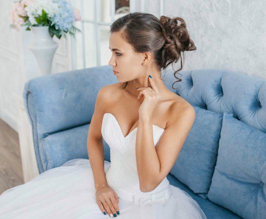 Платье свадебное пышное с кружевом и шлейфом