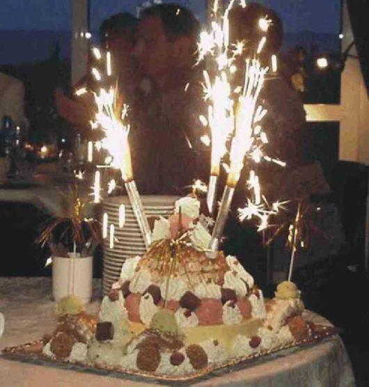 Фонтаны в торт. Фейерверк на свадьбу. Огненный дождь