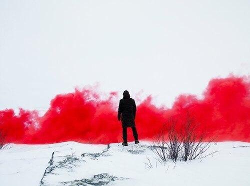 Цветной дым красный. Дымовые шашки для фотосессии до 20 сек