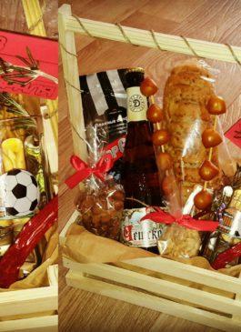 Подарки екатеринбург, карамель96, Композиция из вкуснейших вареных раков, свежайших морепродуктов, сушеной рыбы, крабовых ножек (дальневосточный краб), пива, с лимоном и розмарином. Топпер с надписью, надпись с пожеланиями (надписи - текст, цвет, размер, материал можно по желанию выбрать по согласованию) Подарок уникальный, неповторимый, незабываемый, оригинальный. Подарок на день рождения, на новый год, на 23 февраля, на профессиональный праздник. Подарок настоящему мужчине, другу, коллеге, студенту, сотруднику, начальнику. Подарок порадует каждого, красиво и дорого смотрится, а кроме того еще вкусный и ароматный. Запоминающийся подарок из раков и пива. Выполнен качественно и профессионально. Возможно увеличить количество раков, сушеной рыбы, крабовых ножек, и пива по желанию клиента, по вкусам клиента. Индивидуальный подход к каждому клиенту. Подарите праздник, отличный подарочный набор из раков и пива! Вареные раки, крабы, крабовые ножки, сушеная рыба, пиво в праздничной упаковке. Букет из раков. букет из раков, свежие раки, речные раки, подарок из раков и пива, дальневосточный краб, подарок мужчине, сушеная рыба, крабовые ножки, крабы, раки и крабы, свежие раки екатеринбург, вареные раки, пиво и раки, рак, краб, подарок директору, подарок мужчине,свежие раки, речные раки, закуска к пиву, раки к пиву, подарок мужчине, подарок коллеге, подарок начальнику, подарок директору, подарок на 23 февраля, подарок на день рождения, свежие раки, свежие крабы, дальневосточный краб, свежий рак, раки к пиву, вареные раки, вареные раки к пиву, крабы к пиву