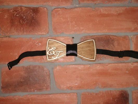 Мужской набор Деревянная бабочка именная+2 бэйджика