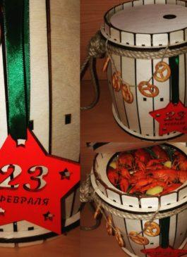 """""""23 февраля"""" деревянный бочонок с пивом и раками"""