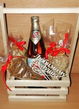 Подарок уникальный, неповторимый, незабываемый, оригинальный. Подарок на день рождения, на новый год, на 23 февраля, на профессиональный праздник. Подарок настоящему мужчине, другу, коллеге, студенту, сотруднику, начальнику. Подарок порадует каждого, красиво и дорого смотрится, а кроме того еще вкусный и ароматный. Запоминающийся подарок из раков и пива. Выполнен качественно и профессионально, букет из раков, свежие раки, речные раки, подарок из раков и пива, дальневосточный краб, подарок мужчине, сушеная рыба, крабовые ножки, крабы, раки и крабы, свежие раки екатеринбург, вареные раки, пиво и раки, рак, краб, подарок директору, подарок мужчине. Екатеринбург подарки карамель96, топеры из дерева, лазерная резка, изготовление ящиков, конвертов для цветов и подарков, создание подарочных наборов, подарочных боксов с доставкой в екатеринбурге, уникальный подарок, стильный подарок, крутой подарок, шикарный подарок, креативный подарок, печать свадебных приглашений, изготовление эксклюзивных свадебных аксессуаров, продажа свадебных платьев, пошив свадебных, вечерних, концертных платьев по индивидуальным меркам