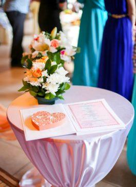 Подушечка для колец персикового цвета