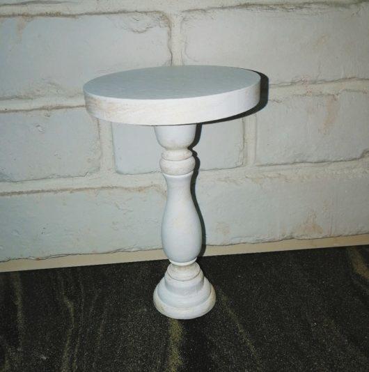 """Подставка для капкейка  """"Тортовница"""" из массива белая с золотым состариванием Высота 17 см, диаметр 12 см."""