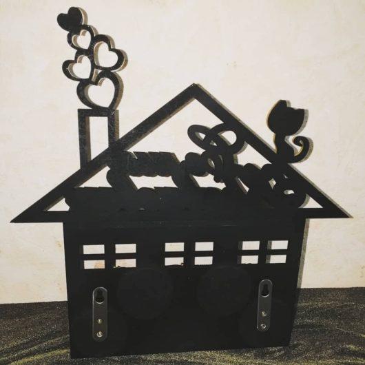 """Ключница с полочкой и 3мя двойными крючками """"Дом, в котором живёт любовь"""" фамильная индивидуальная"""