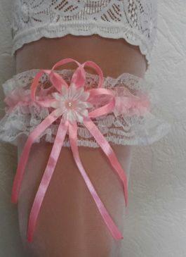Подвязка невесты белая с розовым бантиком