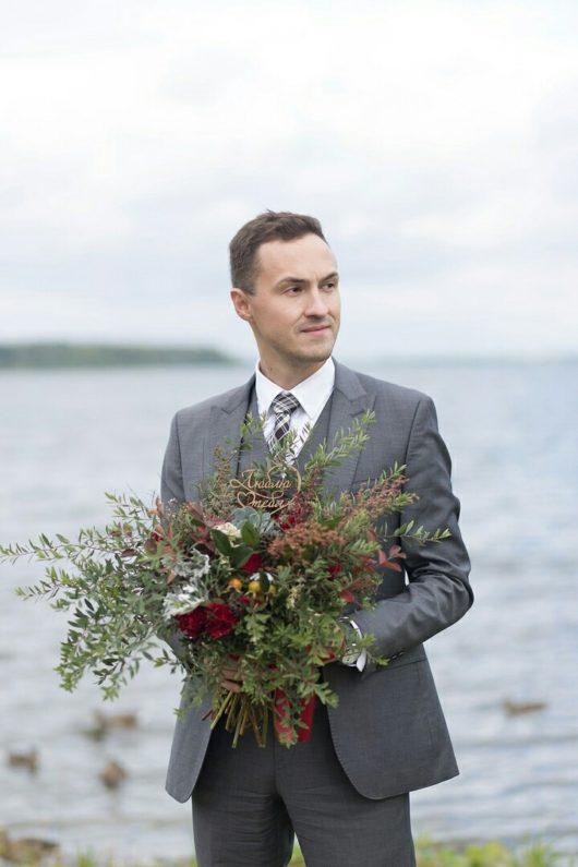 Букет-растрёпыш  с эхиверией, розами и зеленью
