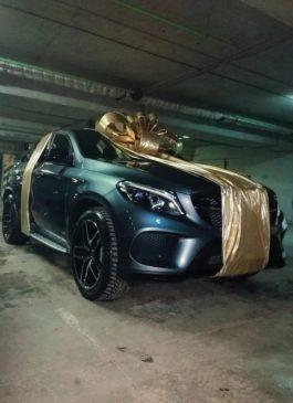 Большой бант на большую машину в подарок