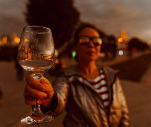 """ПОД ЗАКАЗ Бокал для вина 20 см с гравировкой  """"Снимаю stories и порчу"""""""