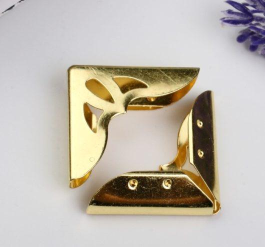 Уголок металл золото 3,1х3,1х0,7 см для скрапбукинга