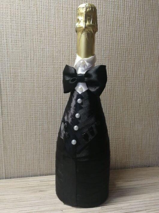 """Оформление бутылки шампанского """"Жених"""" в чёрном цвете ( 1 шт)."""